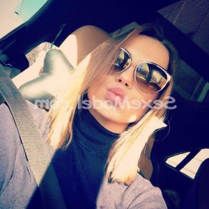 Agata escort girl massage tantrique