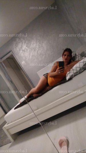 Myliana massage sexy escorte girl