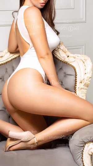 Adelys massage érotique wannonce escorte girl à Agde